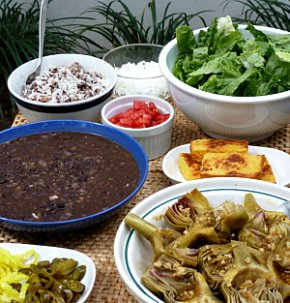 A delicious picnic lunch made up of vegetarian dishes.