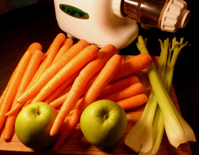 Carrot juice is one of the most nutritious and easiest ways to regain your health.